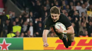 Sealer: New Zealand's Beauden Barrett scores in the shadows of full-time.