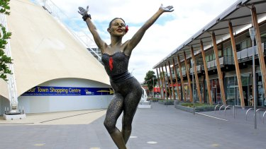 Kylie Minogue statue formerly at Docklands, photo taken March 2010 photo: BC_Harry,  http://creativecommons.org/licenses/by-nc-sa/3.0/