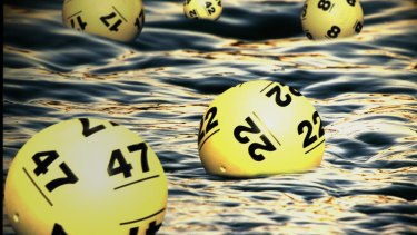 A Port Kennedy couple have had an extraordinary win in Monday Lotto.