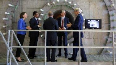 British Foreign Secretary Philip Hammond (second from right) and US Secretary of State John Kerry (right) examine a wind turbine blade in Boston, Massachusetts.