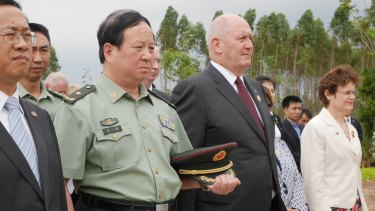 Governor General Peter Cosgrove paying respects at the Gull Forces war graves at Lao'ou, Hainan island in southern China, alongside People's Liberation Army general Liu Xin.