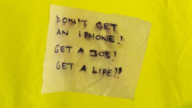 A note left on the tent of a prospective buyer of the new iPhone 6s due out Friday.