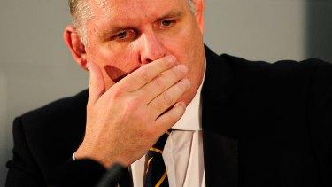 Wallabies coach Ewen McKenzie announces his resignation.