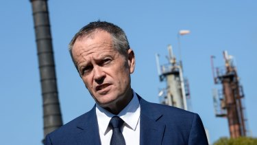 Bill Shorten has called on Malcolm Turnbull to outline a time frame for the fall in gas prices.