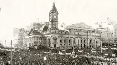 The Melbourne Town Hall engulfed by Vietnam moratorium supporters in 1971.