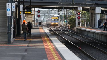 The Sunshine route for an airport train has been given the thumbs up by planners and engineers.
