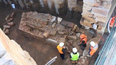 Archaeologists discover a pier of the Gaol Bridge, inside the Lennox Bridge.