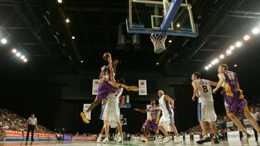 The Brisbane Bullets in action against the Sydney Kings in 2005.