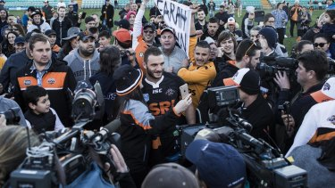 Homecoming hero: Robbie Farah is cheered off the ground at Leichhardt Oval.
