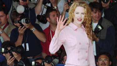 """Nicole Kidman, waves to photographers before her press conference for the film """" To Die For""""."""
