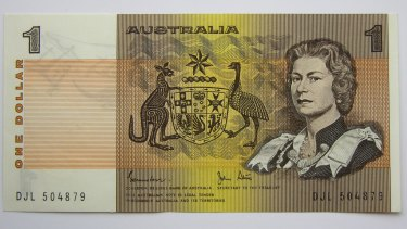 An image of the Queen appears on one side of the $1 note.