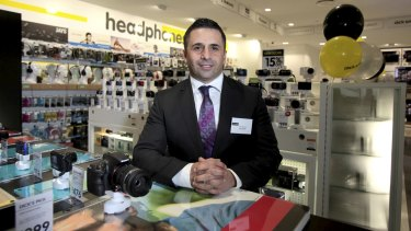 Dick Smith managing director Nick Abboud has abandoned his profit guidance as sales deteriorate.
