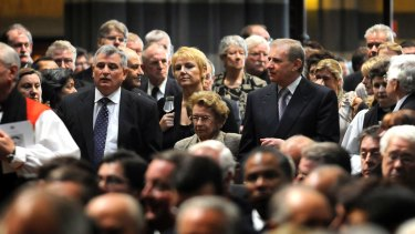 Mary Crean (centre) with sons David and Simon at the state funeral for Frank Crean at St Paul's Cathedral Melbourne in 2008 .