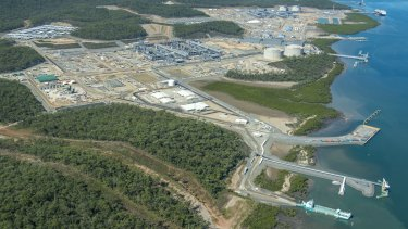 A dramatic decline in business investment has been blamed on the completion of LNG projects in Queensland.