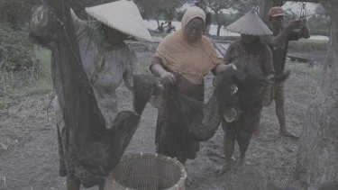 Susan Norrie, aftermath, 2016. Porong, Sidoarjo, East Java, Indonesia. Video still.
