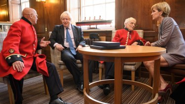 A round table with British Army veterans.