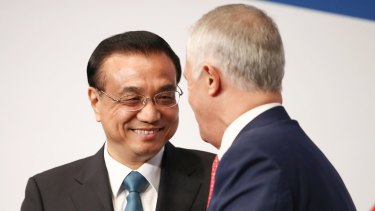 Premier Li Keqiang greets Prime Minister Malcolm Turnbull at the Australia China Economic and Trade Cooperation Forum in Sydney.