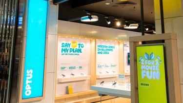 A drop in mobile subscribers and a fall in equipment sales hit Optus, despite a new marketing drive.