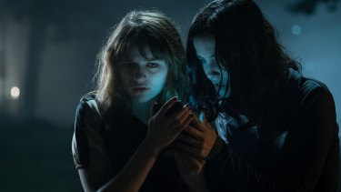 Joey King (Wren) and Julia Goldani-Telles (Hallie) in Slender Man.