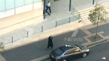 Farhad Jabar points his gun at a police officer.
