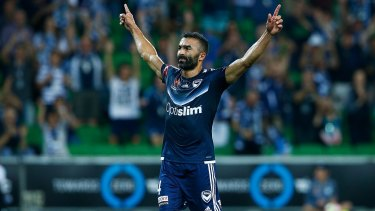 Former Melbourne Victory winger Fahid Ben Khalfallah has signed a one-year deal with the Brisbane Roar.