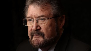 Senator Derryn Hinch has admitted that he still holds a social security card from when he lived in the US.