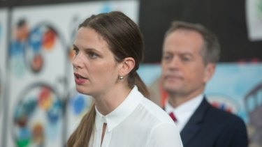 Shadow education minister, Kate Ellis, and Bill Shorten will make the $400 million STEM teacher pledge on Friday.