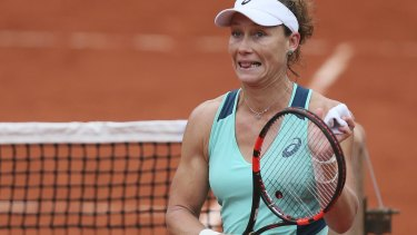 Samantha Stosur reached the semi-finals after a tough win over Tsvetana Pironkova.