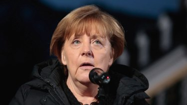 German Chancellor Angela Merkel has urged Greece to speed up work to provide shelter for refugees.