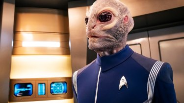 Saurian officer, Linus (David Benjamin Tomlinson) aboard USS Discovery in the second season of Star Trek: Discovery.