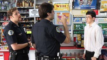 Australian convenience store owners say they should be allowed to sell alcohol like their peers in the US and Asia.