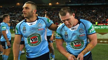 Last start winner: Robbie Farah congratulates Paul Gallen at fulltime of Origin III