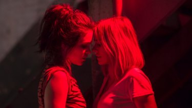 Sophie Cookson as Sidney and Naomi Watts as Diane/Jean.