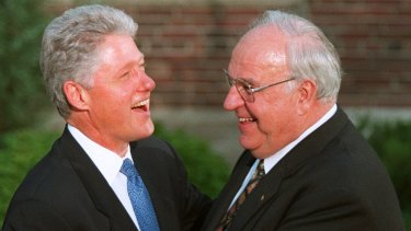 US President Clinton welcomes German Chancellor Helmut Kohl to a dinner at the University of Denver in 1997.