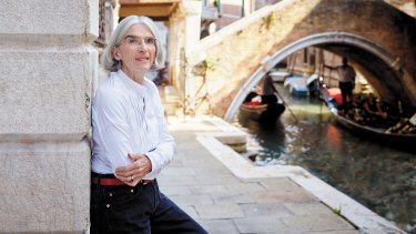 Living in Venice maddens Donna Leon every day.