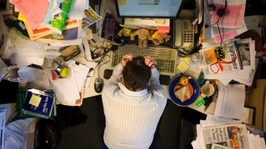 Journalists mostly feel comfortable with messy desks.