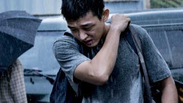 Yoo Ah-in plays a frustrated writer in Burning.