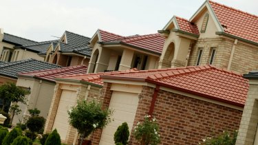 The federal government has been urged to crack down on brokers' incentives.