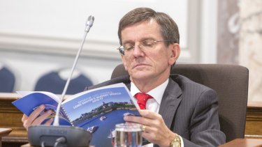 Opposition leader Peter Cumming has called on the Lord Mayor to resign and pursue a development career.