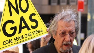 Australian actor Michael Caton supporting an anti-AGL CSG protest.