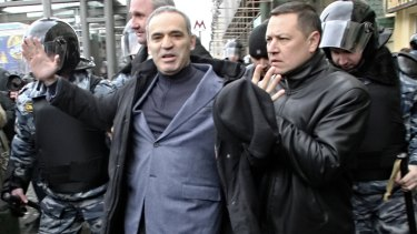 Kasparov under arrest outside the Moscow courthouse holding the trial of anti-Putinist group Pussy Riot.