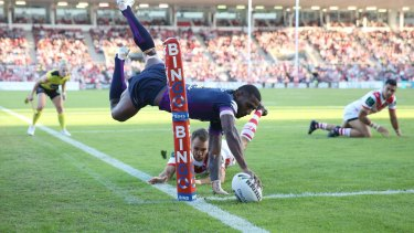 Try and mighty: Suliasi Vunivalu shows his brilliant finishing skills with this try against the Dragons.