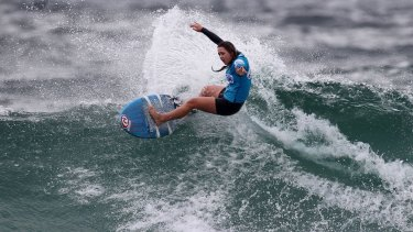 Paris Whittaker bounces off the the lip on a North Cronulla break.