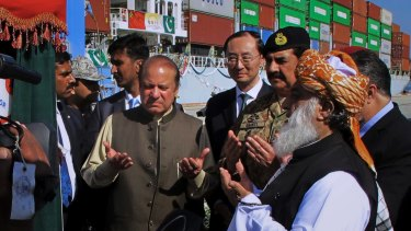 Pakistan's Prime Minister Nawaz Sharif, centre left, and Army Chief General Raheel Sharif, third from right, pray after inaugurating a new international trade route during a ceremony at Gwadar port.