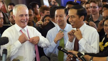 Prime Minister Malcolm Turnbull and Indonesian President Joko Widodo go walkabout  in Jakarta in November 2015. Between them is Thomas Lembong, then trade minister and now head of the Indonesian Investment Coordinating Board.