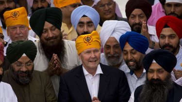 Defence Minister Kevin Andrews, who discussed military excercises with his Indian counterpart,  visits a Sikh shrine in Delhi this week.