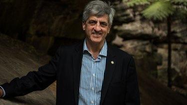 Qantas A380 pilot Richard de Crespigny is appointed a Member of the Order of Australia.