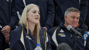 Australian basketball player Lauren Jackson has announced her retirement from the game on Thursday morning.