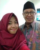 Asa Firda Inayah with Indonesian Minister of Religious Affairs Lukman Hakim Saifuddin.