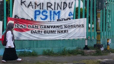 """Banner in Yogyakarta reading: """"Thrash and wipe out communism from a united Indonesia""""."""